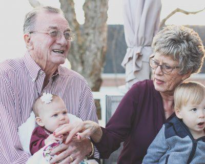 vecchi con nipoti