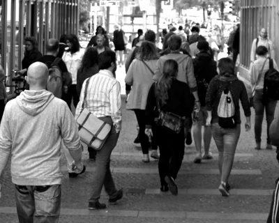 gente per strada